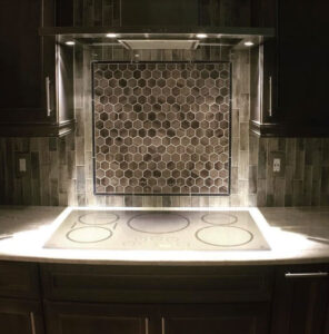 Kitchen backsplace with Undulating shapes